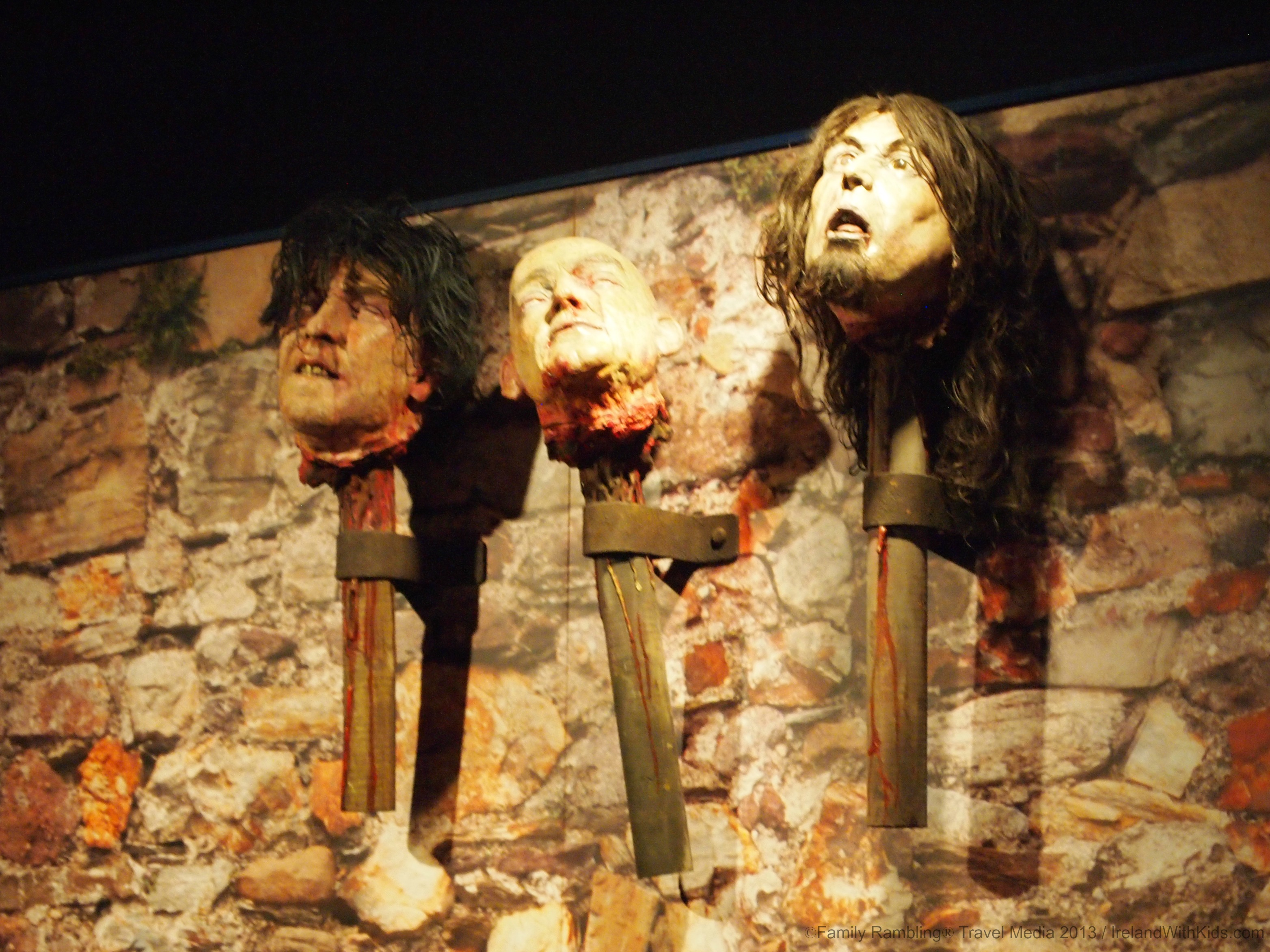 Heads om Pikes at Medieval Museum, Waterford