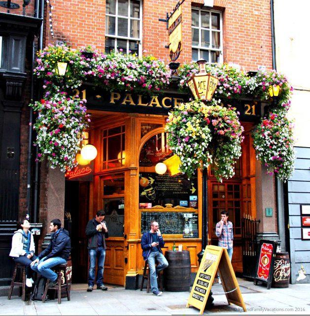 Palace Bar in Dublin. Ireland travel tips | Ireland vacation |IrelandFamilyVacations.com