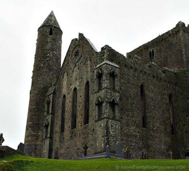 Round Tower at the Rock of Cashel. Ireland travel tips | Ireland vacation |IrelandFamilyVacations.com