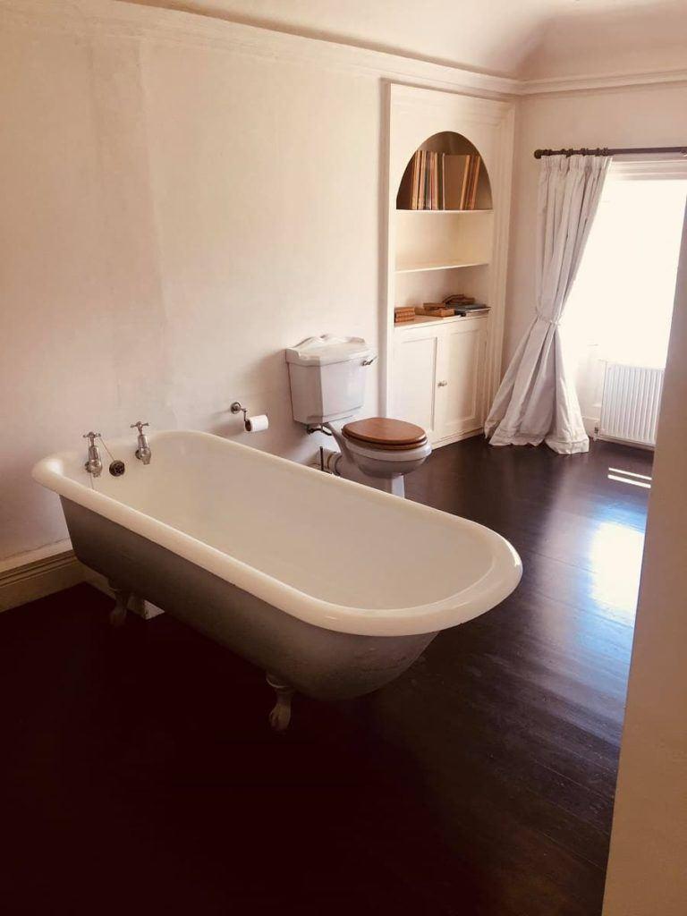 clawffot_tub_bathroom_Clonacody_House_Fethard_Tipperary_Ireland